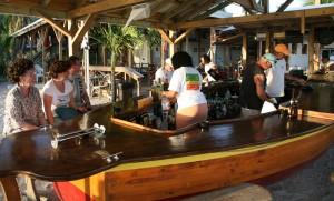 Schiffsrumpf als Bar