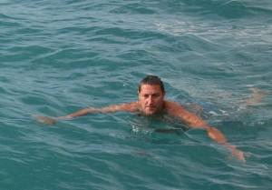 Volker_Schwimmt